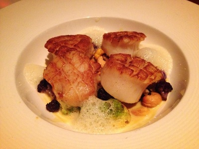 seared diver scallop: cauliflower, golden raisin, cashew, thai curry sauce